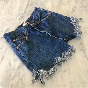Levi's cut off shorts highwaisted fringe hem sz 31